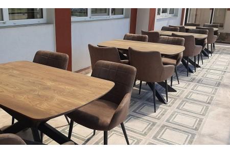 Наши столы и стулья в интерьере кафе